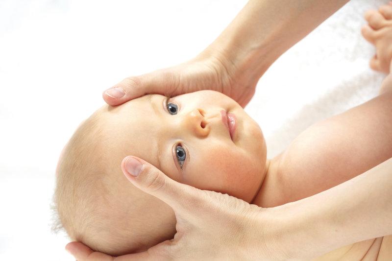 Babymassage - Entspannende Kopf- und Gesichtsmassage