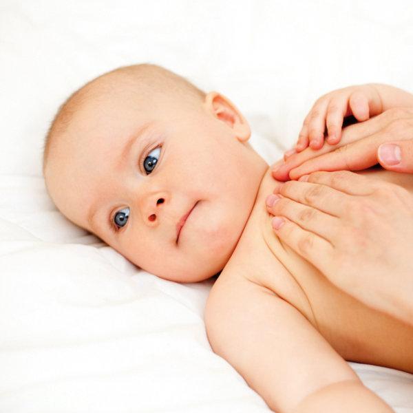 Babymassage - Bauchmassage bei Blähungen und Bauchweh